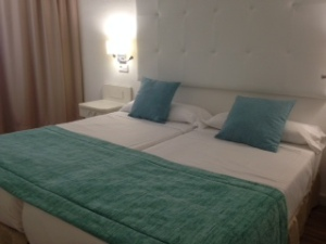 The separate bedroom at the Fergus Cala Blanca